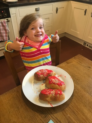 child with thumbs up happy with cakes made